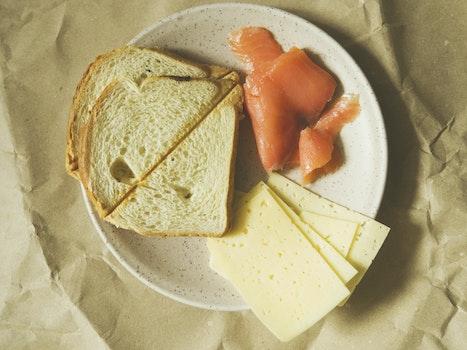 Kostenloses Stock Foto zu brot, essen, teller, abendessen