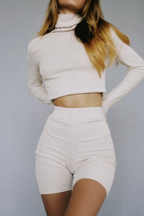 Woman Wearing Long Sleeve Crop Top and Cropped Leggings