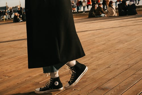 人, 匡威 all star, 木地板 的 免費圖庫相片