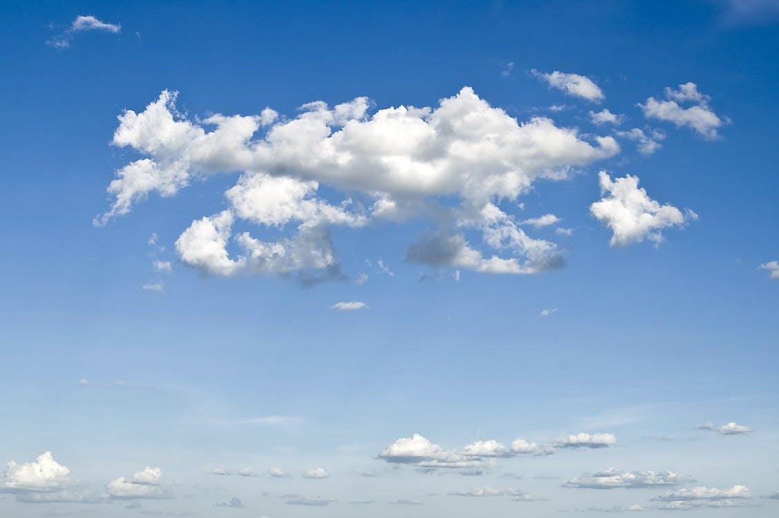 cloudové vrecká, HD tapeta, modrá obloha