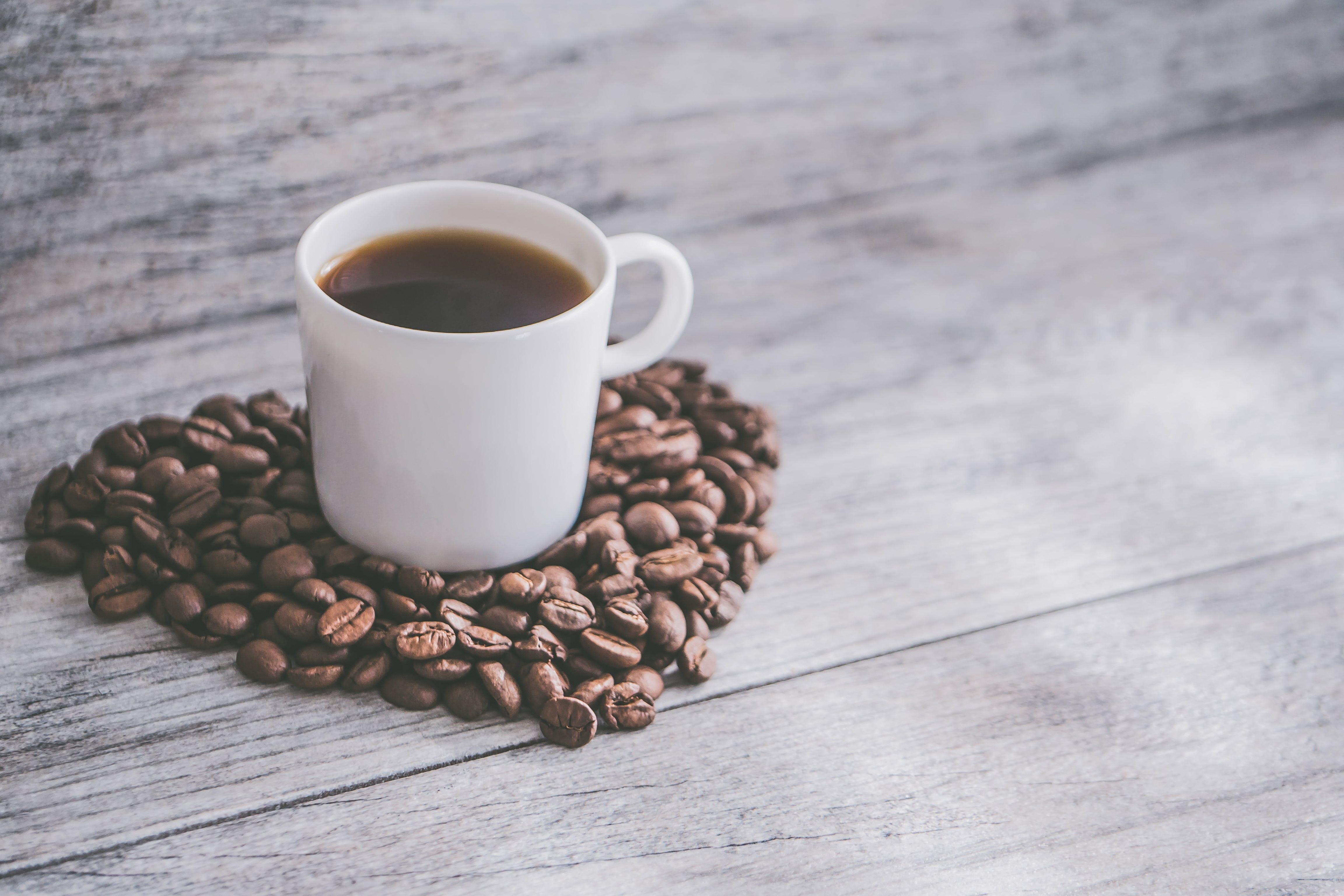 Kostenloses Stock Foto zu flatlay, hintergrund, kaffee, kaffeebohnen