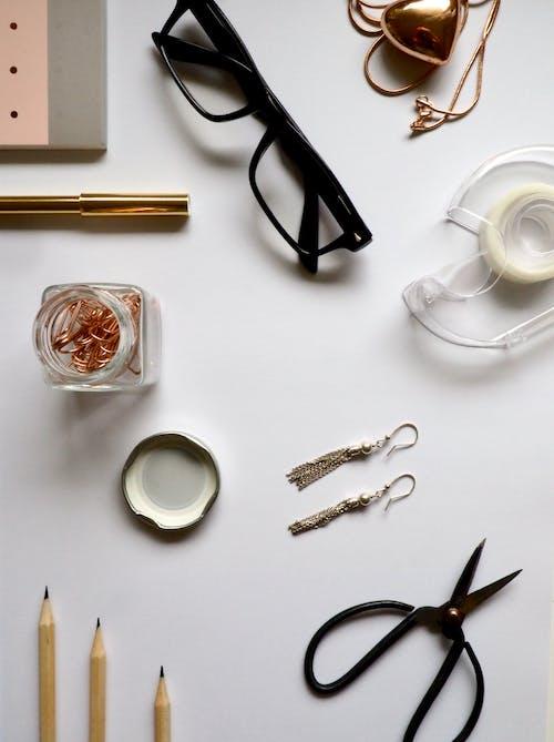 Δωρεάν στοκ φωτογραφιών με flatlay, γραφείο, γυαλιά, δοχείο