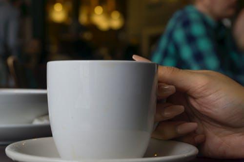 Foto d'estoc gratuïta de cafè, cafè de màquina, cafè negre, mà