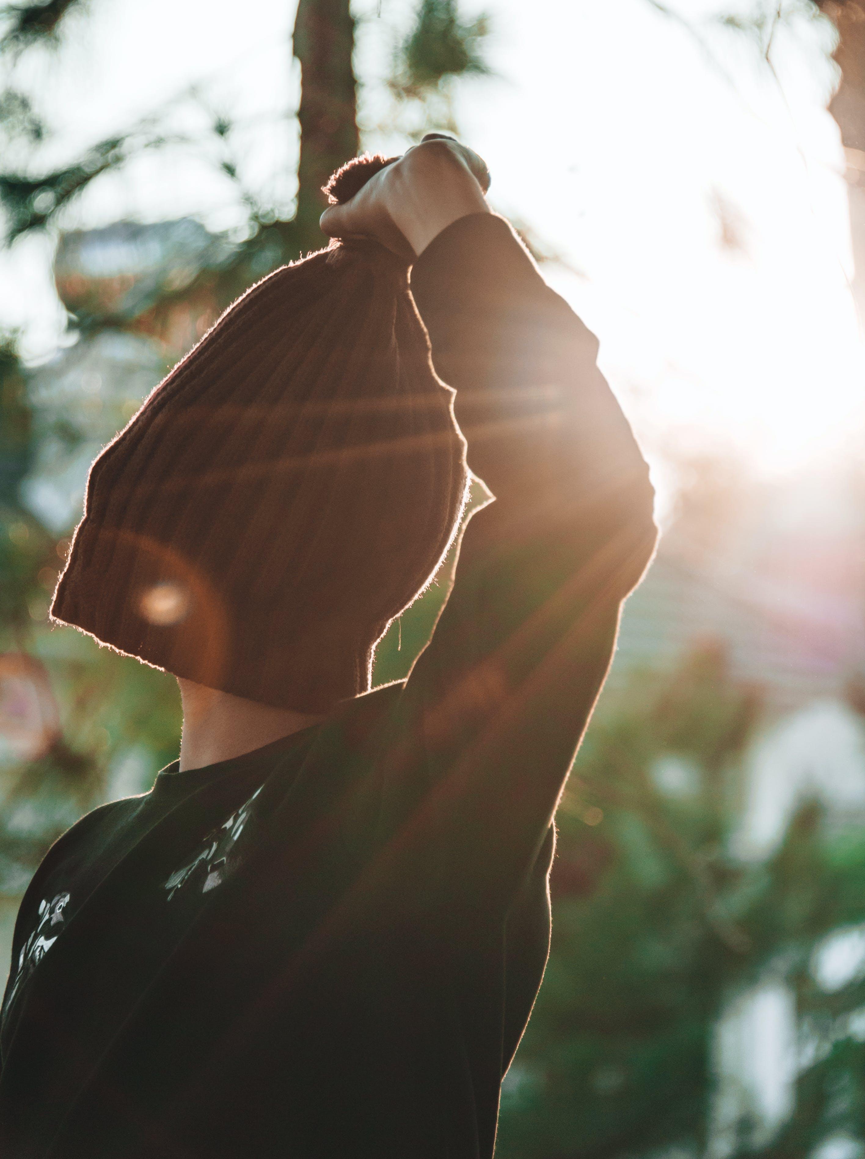 公園, 小圓便帽, 帽子, 日光 的 免費圖庫相片