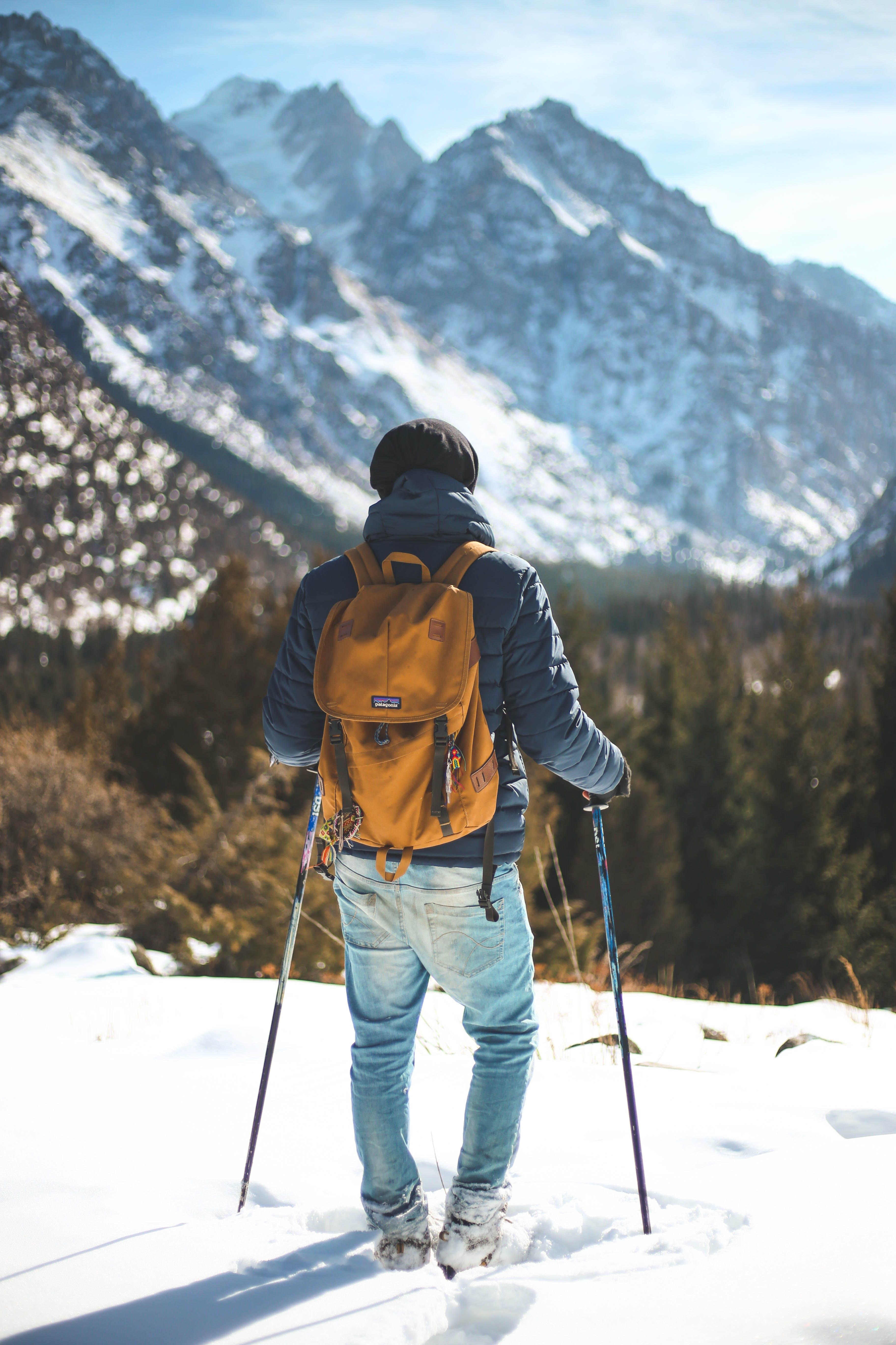 Základová fotografie zdarma na téma batoh, bunda, denní světlo, horolezec