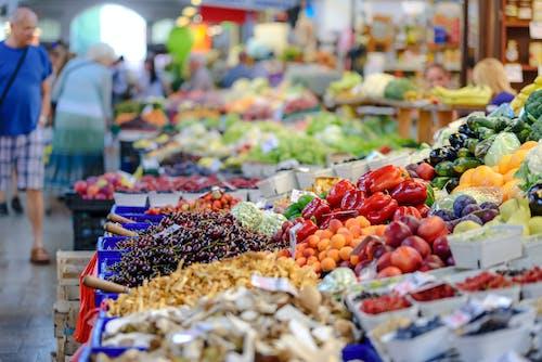 Foto stok gratis berbagai macam, berbelanja, berdiri, buah-buahan