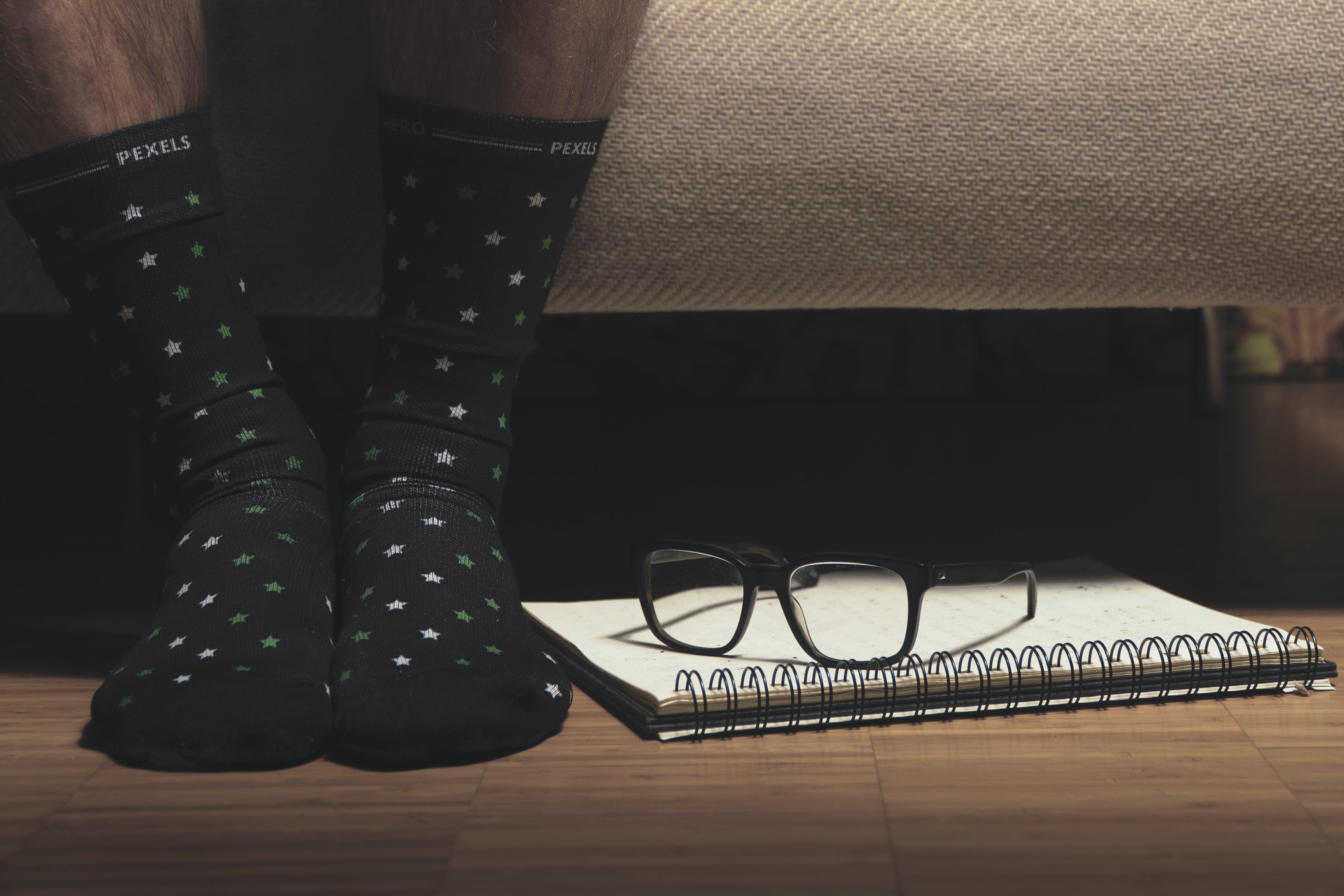 Základová fotografie zdarma na téma blok, brýle, chodidla, dioptrické brýle