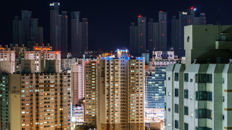Ingyenes stockfotó éjszaka, épületek, házak, város témában