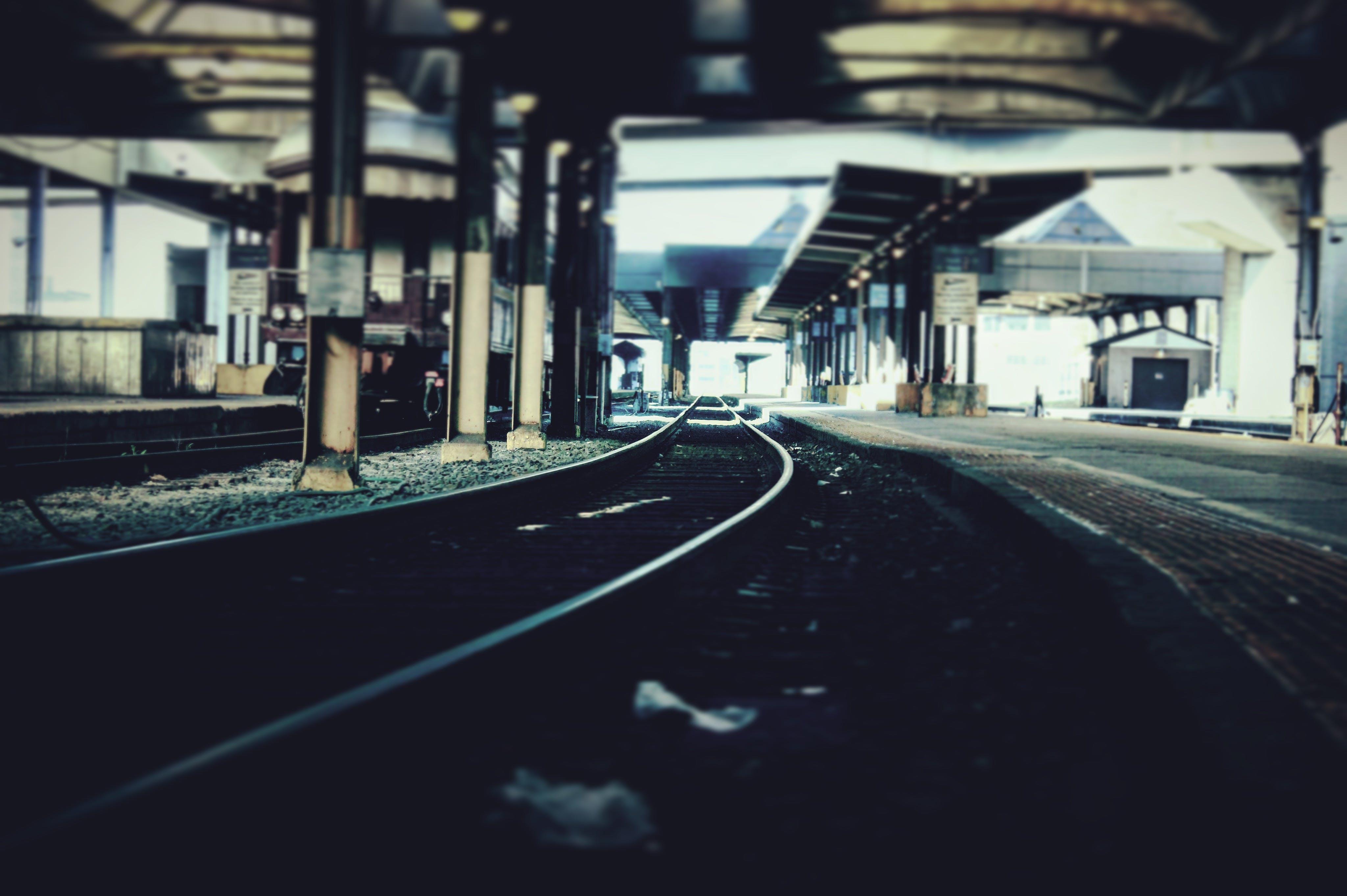Бесплатное стоковое фото с железнодорожная колея, железнодорожная линия, железнодорожная станция, железнодорожные пути