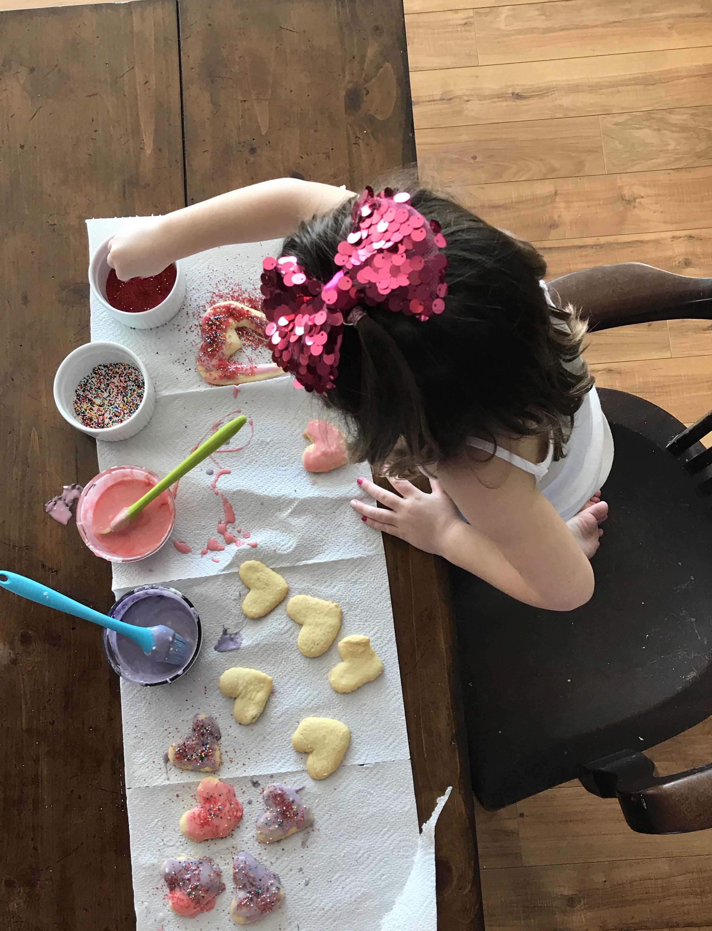 Free stock photo of heart, girl, purple, table