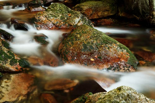 Gratis stockfoto met h2o, natuur, rivier, rotsen