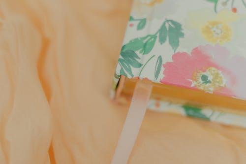Бесплатное стоковое фото с бумага, в помещении, дерево