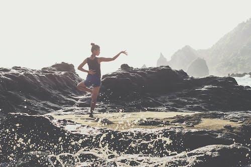 경치, 바위, 손을 흔들다, 야외 챌린지의 무료 스톡 사진