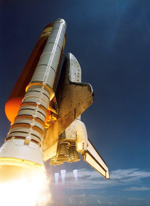 Immagine gratuita di cielo, lancio, navicella spaziale, razzo