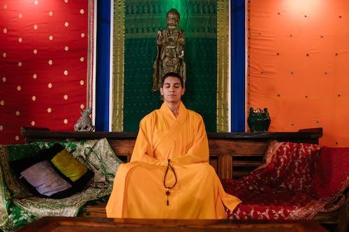 Fotos de stock gratuitas de adentro, bata, Budismo