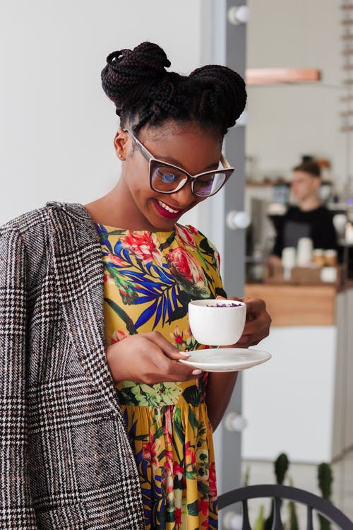 Fotos de stock gratuitas de adentro, café, cafeína, chica de raza negra