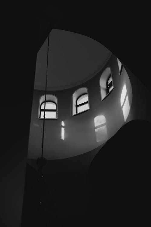 Immagine gratuita di articoli di vetro, bianco e nero, finestre ad arco