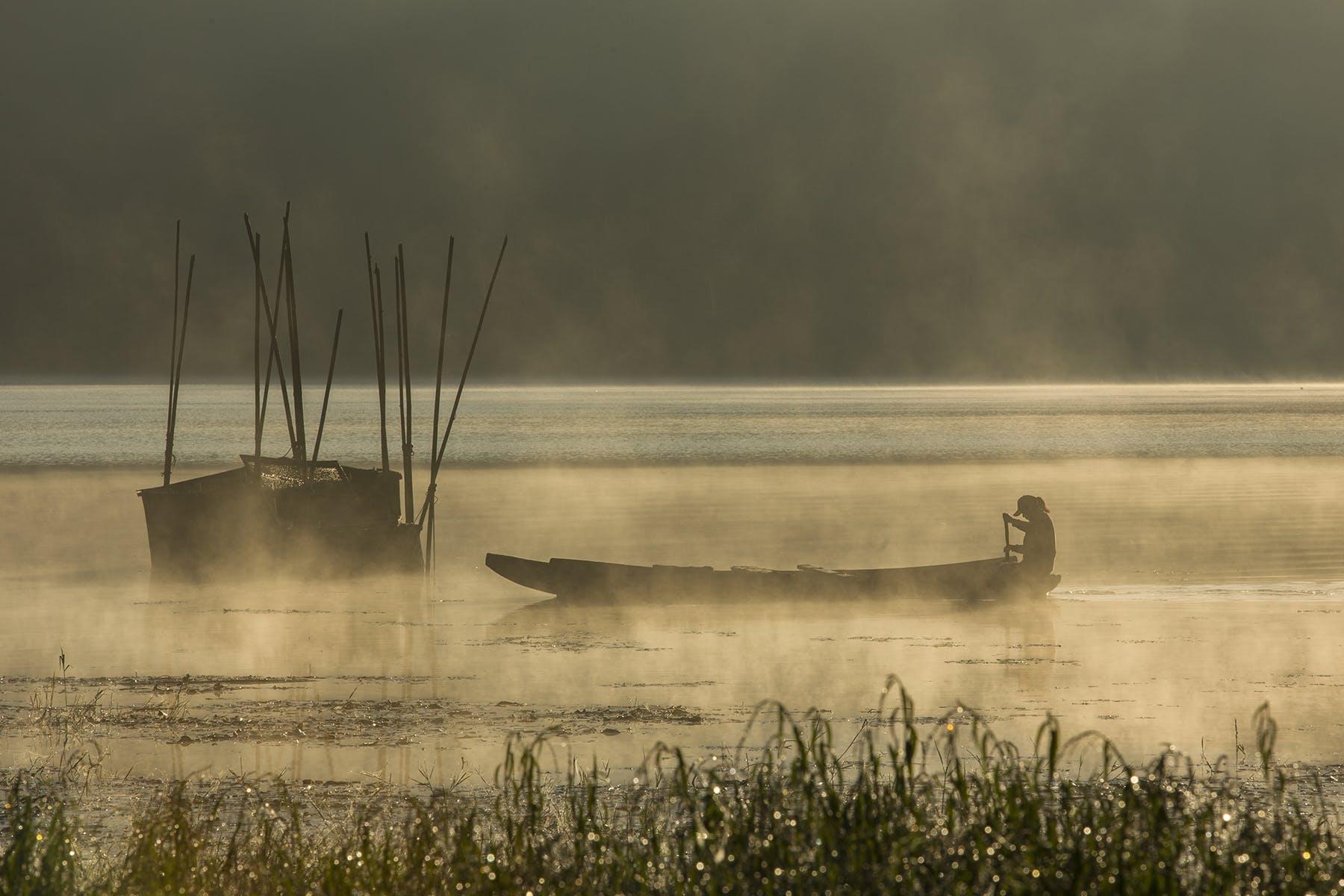 Ingyenes stockfotó hajóm csónak, halász, köd, Napkelte témában
