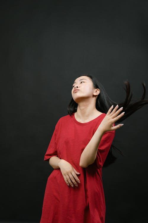 Gratis lagerfoto af ansigtsudtryk, asiatisk kvinde, flydende hår