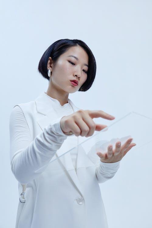 Immagine gratuita di bicchiere, dito, donna asiatica