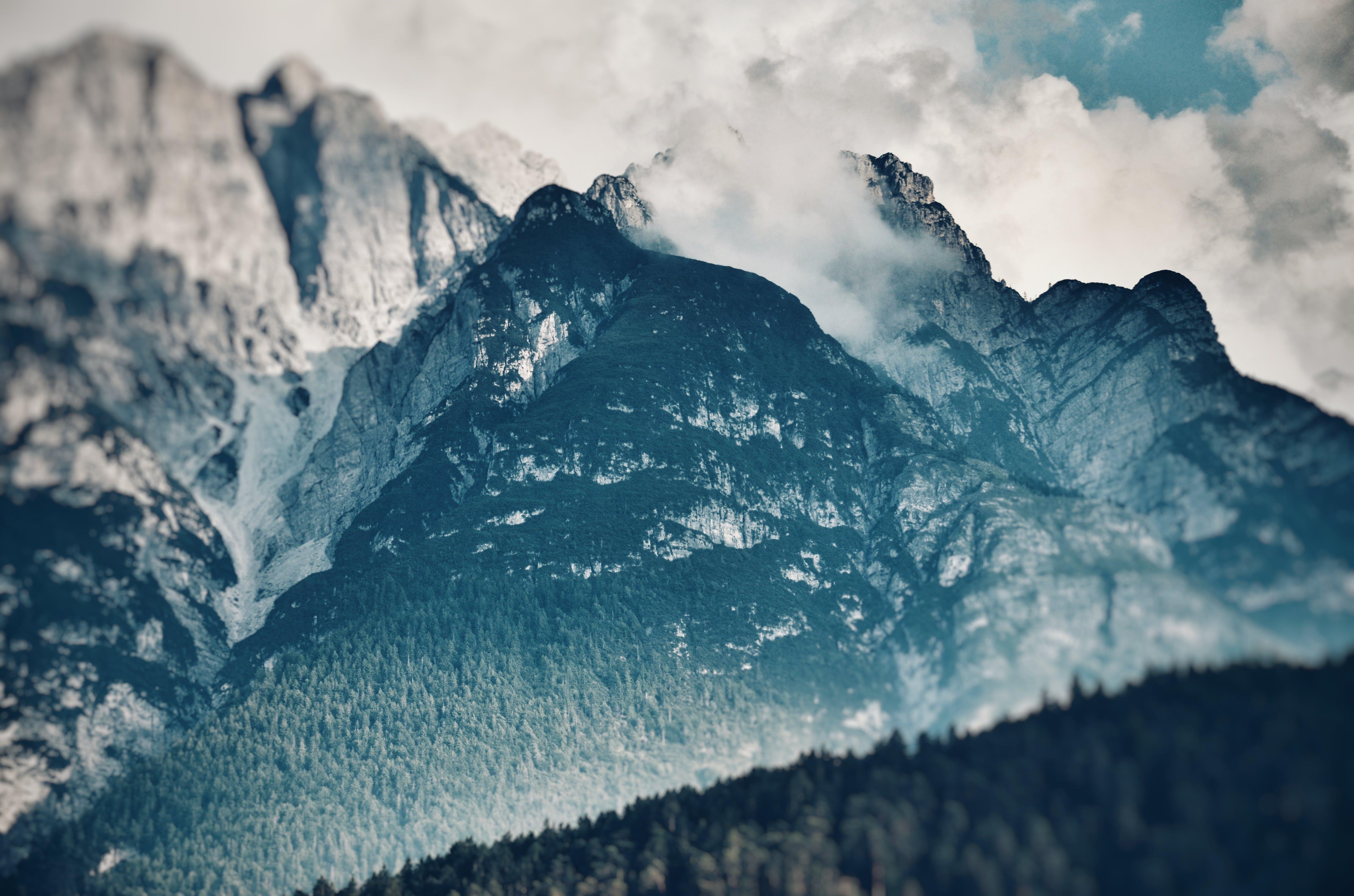 Immagine gratuita di alto, luce del giorno, montagna, montagna rocciosa