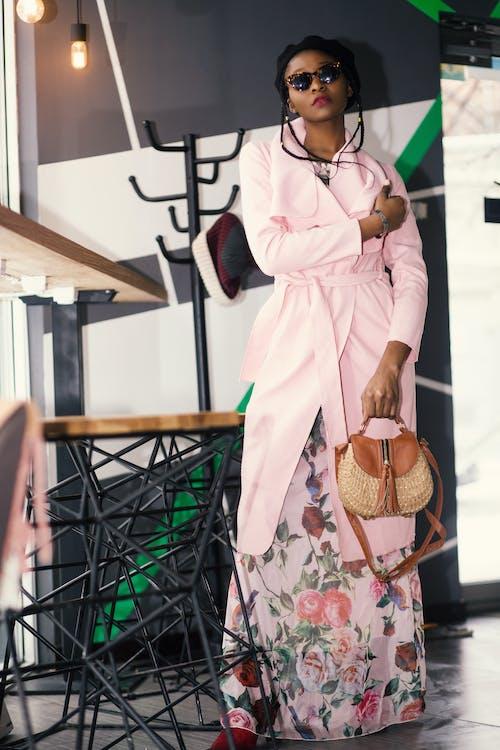 Kostnadsfri bild av afrikansk amerikan kvinna, flicka, fotografering, ha på sig