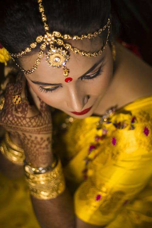 Бесплатное стоковое фото с девочка, золотистый, красота, макияж глаз