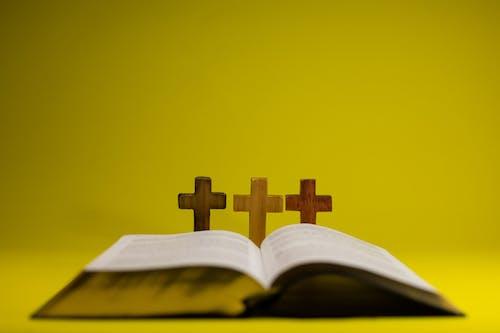 Kostenloses Stock Foto zu bibel, buch, christentum