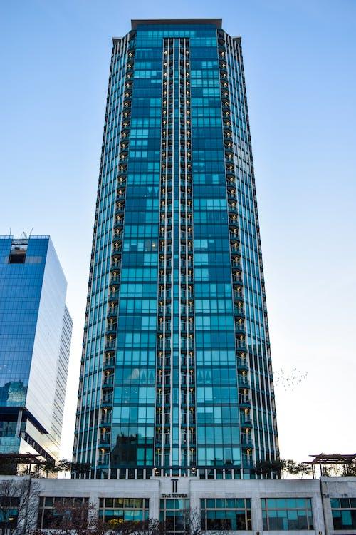 Foto stok gratis Arsitektur, biru, kuning, langit