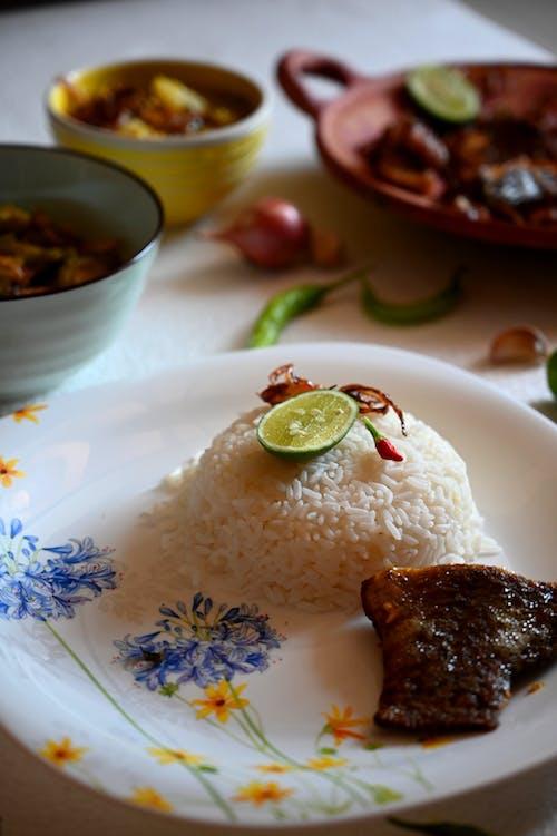 Foto profissional grátis de alimento, almoço, arroz