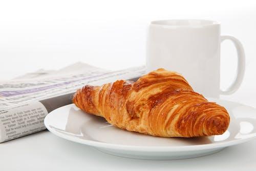 Ingyenes stockfotó bögre, croissant, csésze, élelmiszer témában