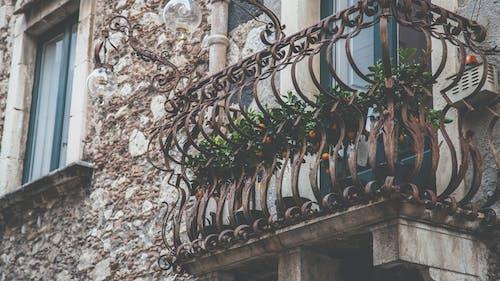 Безкоштовне стокове фото на тему «архітектура, балкон, Будівля, екстер'єр»