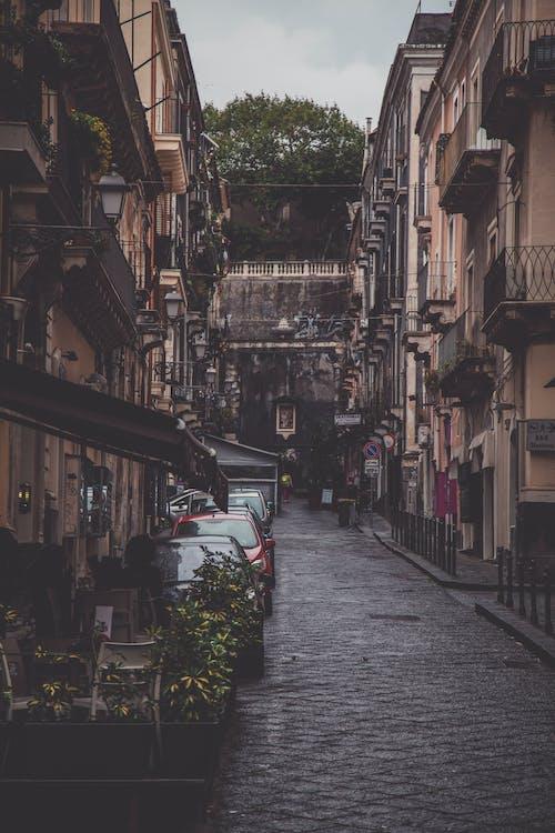 Immagine gratuita di architettura, balconi, ciottolo, città