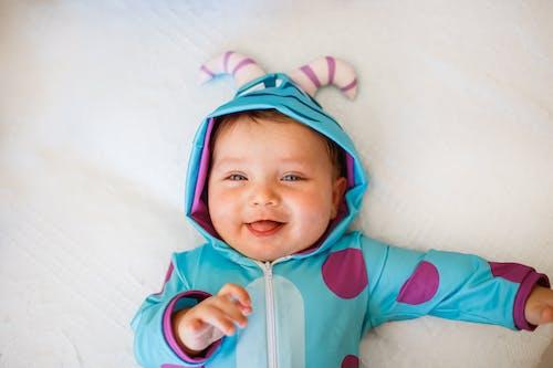 Kostenloses Stock Foto zu baby, bezaubernd, deckel