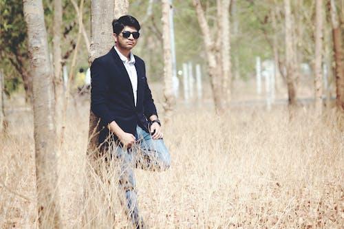 Foto d'estoc gratuïta de blazer, bosc, estil, estil de vida