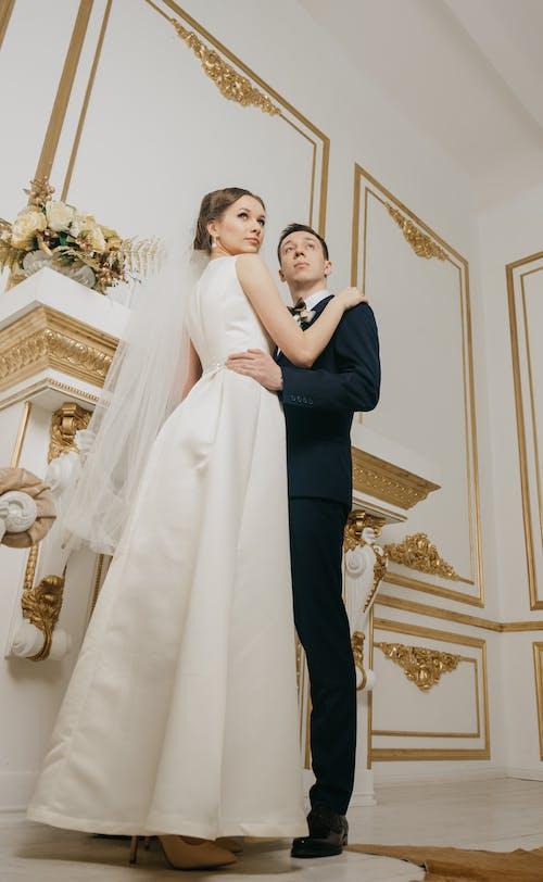 Základová fotografie zdarma na téma bílé šaty, dospělý, dvojice, elegantní