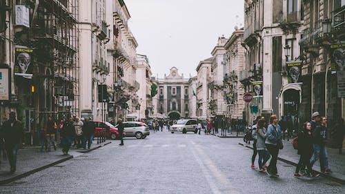 タウン, 乗り物, 人, 建物の無料の写真素材