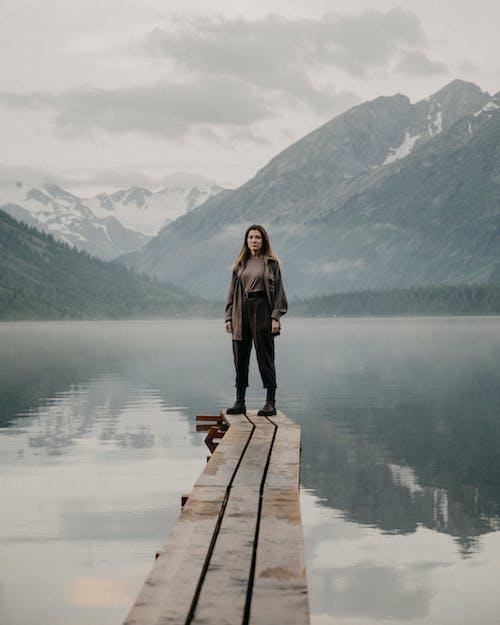 Foto profissional grátis de água, calma, calmo