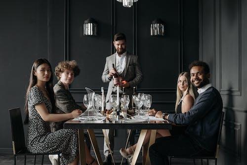 Безкоштовне стокове фото на тему «вечеря, вино, всередині»