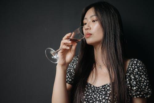 Бесплатное стоковое фото с азиатский, алкогольный напиток, бокал вина