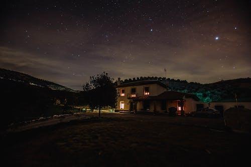 Безкоштовне стокове фото на тему «архітектура, вечір, зірки, зоряне небо»