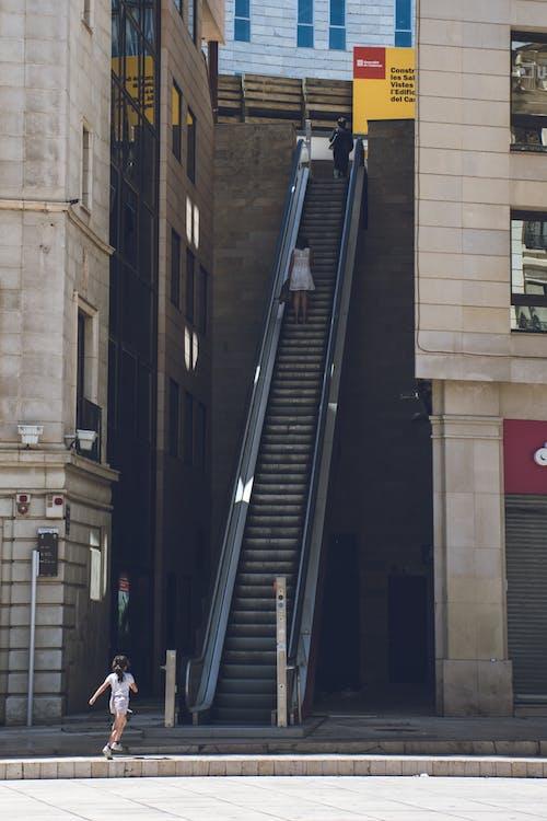 Gratis stockfoto met actie, architectuur, binnenstad, commercie