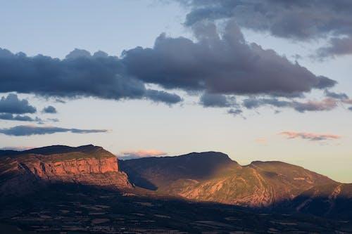 bulutlar, dağlar, doğa, gökyüzü içeren Ücretsiz stok fotoğraf
