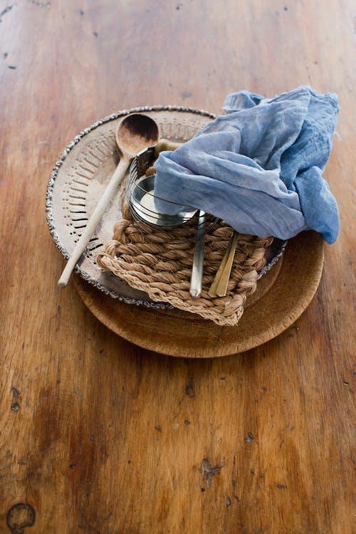 Immagine gratuita di caldo, cappelliera, cestino
