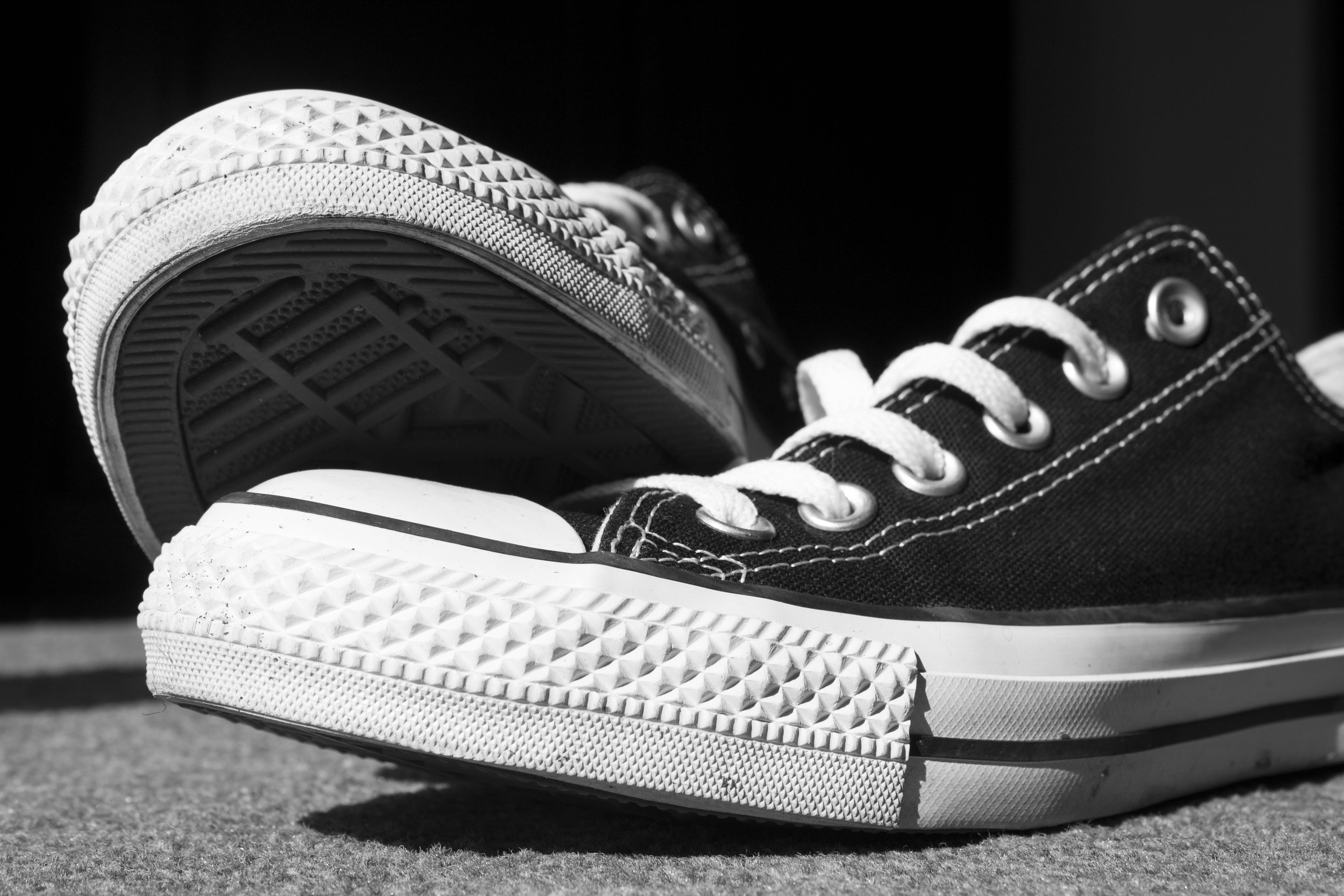 คลังภาพถ่ายฟรี ของ ยาง, รองเท้าผ้าใบ, เชือกผูกรองเท้า