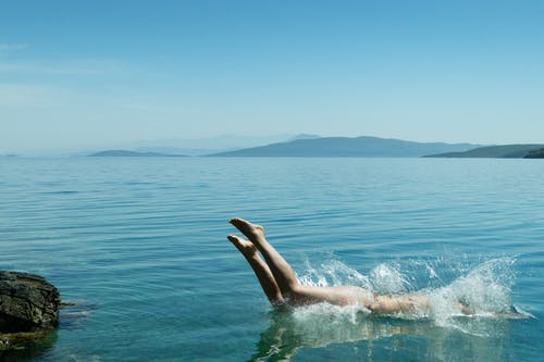Gratis arkivbilde med blå, dykke, hav, hoppe