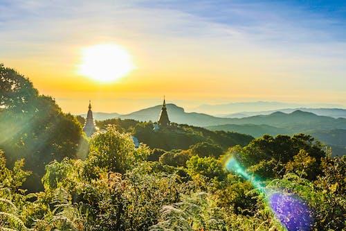 塔, 夜明け, 太陽, 山岳の無料の写真素材