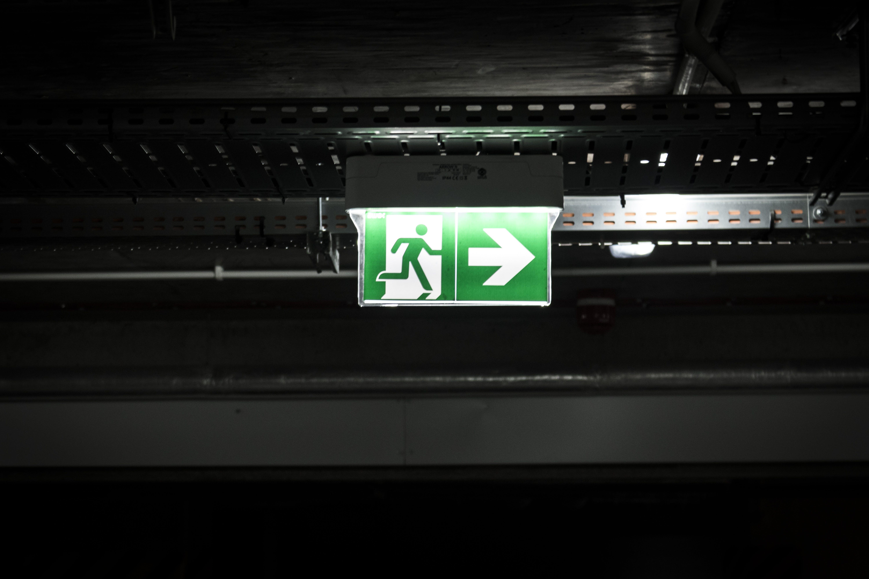 Безкоштовне стокове фото на тему «знак, легкий, стріла, Темний»