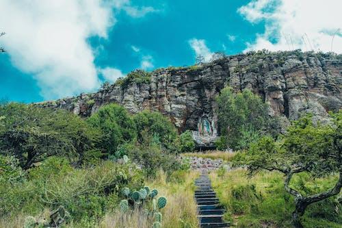 Δωρεάν στοκ φωτογραφιών με άγαλμα, βήματα, βουνό, βράχια