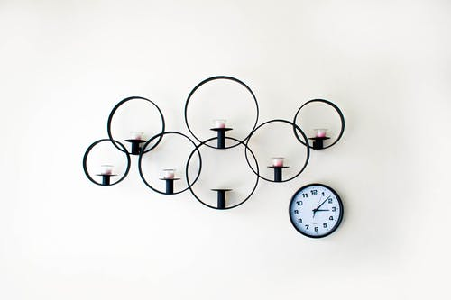 Kostenloses Stock Foto zu dekoration, kerze, mauer, minimalist